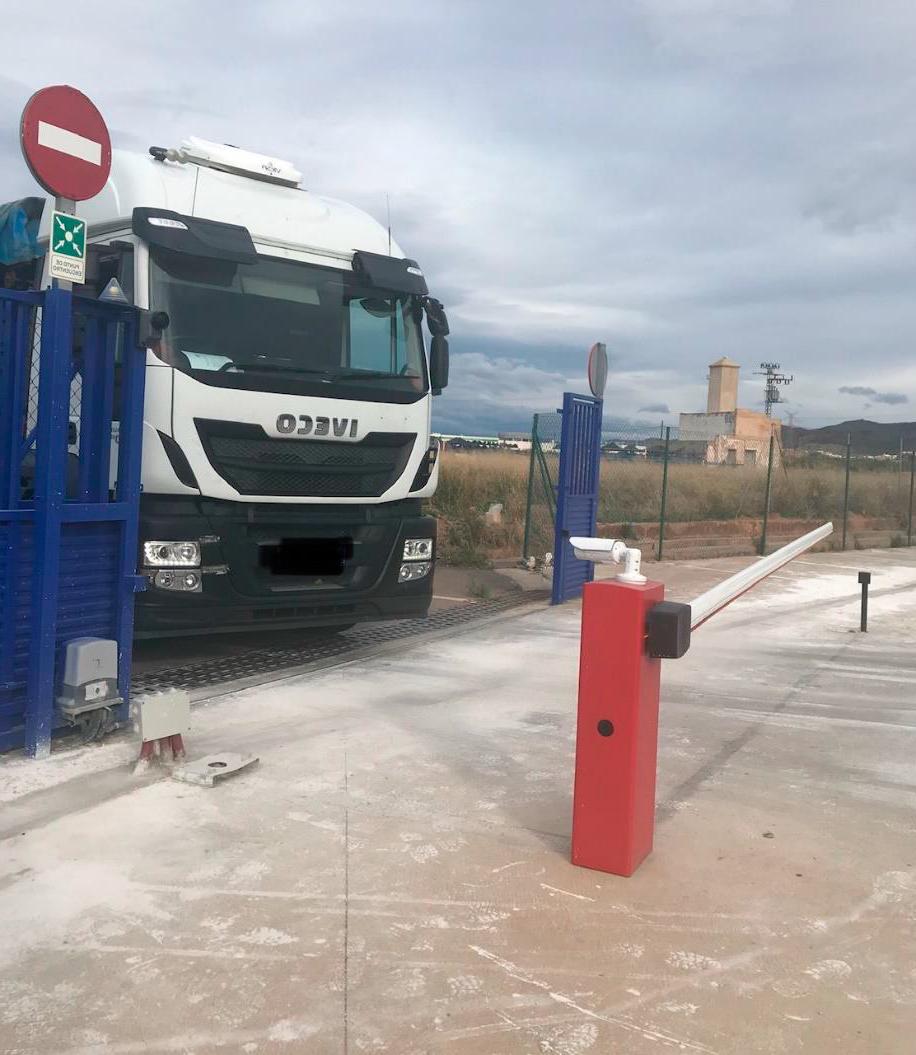 Hemos instalado barreras automáticas a la entrada y salida de la terminal de Sagunto